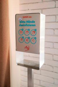 Desinfektionssäule aus Edelstahl Touchless 4 - FOTO