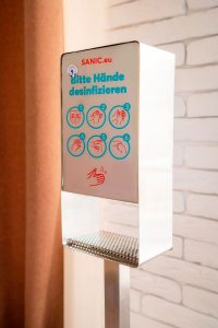 Desinfektionssäule aus Edelstahl Touchless - hande-desinfektion.shop 3 - FOTO