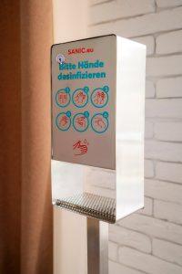 Desinfektionssäule aus Edelstahl Touchless 3 - FOTO